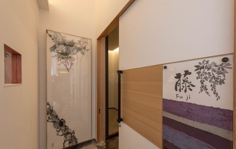【藤】玄関-壁の絵